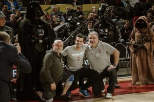 Le staff du Spirou Charleroi semble apprécier la présence des personnages Star Wars.