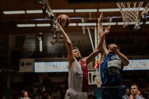 Yoeri Schoepen a marqué la rencontre d'un énorme dunk.