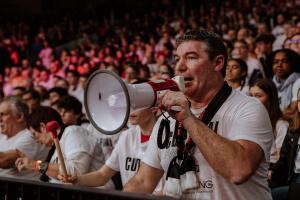 Frank, président du clup de supporters Esprit Spirou, sait mouiller le maillot.
